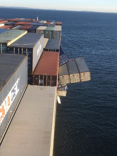 containers-falling-from-apl-england.jpg