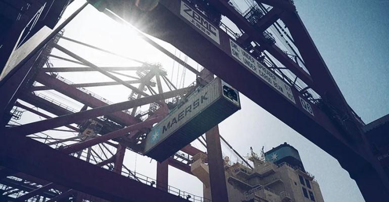 Maersk_box_crane.jpg
