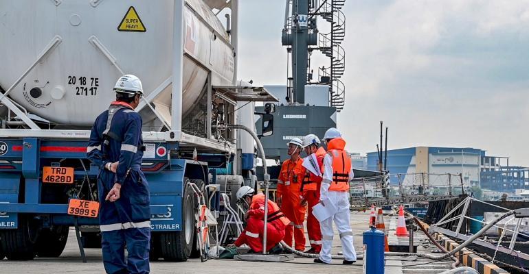 Pavilion Energys LNG bunkering operations in Singapore (source_Pavilion Energy) (002).jpg