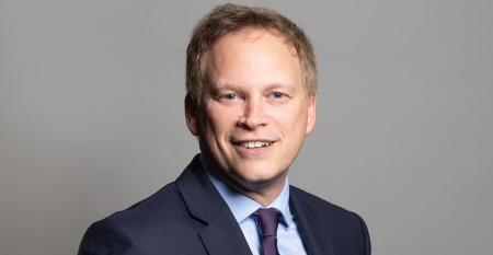 Official_portrait_of_Rt_Hon_Grant_Shapps_MP_crop_1 (1).jpg
