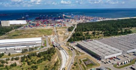 Port of Gdansk with railway.jpg