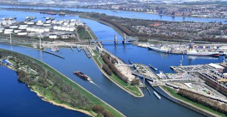 port of rotterdam-.jpg
